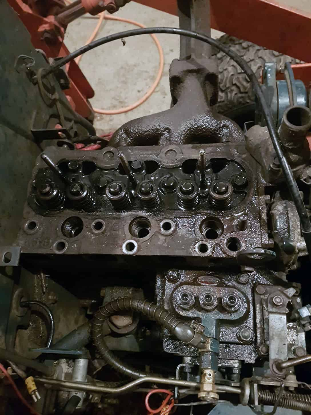 Kubota B20 Valve Cover and Rocker Arms Removed